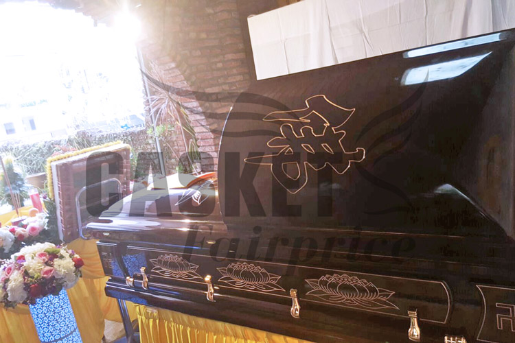 Casket engraved with Buddhist symbols